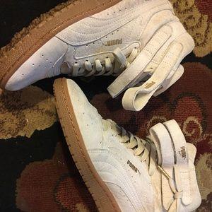 Women's high top puma sneakers 💕beautiful 💕